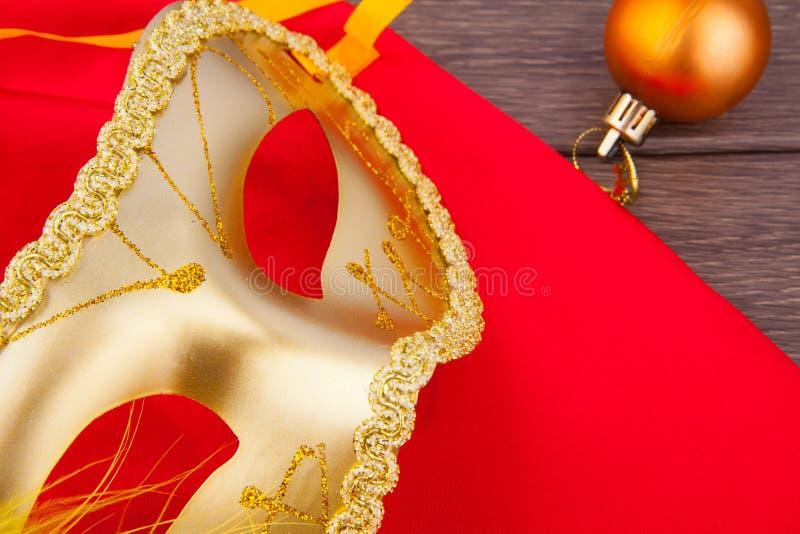 Amarelo da máscara fotos de stock royalty free