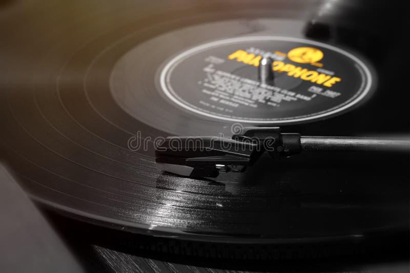 Amarelo noir do registro de LP do vinil imagens de stock