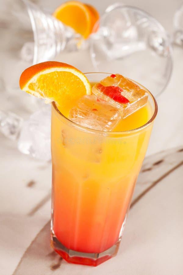 Amarillee la bebida imagenes de archivo