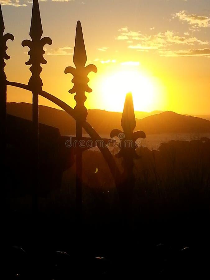 Amarillo de la puesta del sol fotos de archivo