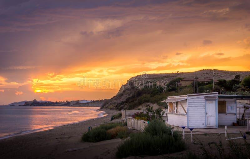 Amarillo de Sicilia Italia de la puesta del sol fotografía de archivo libre de regalías