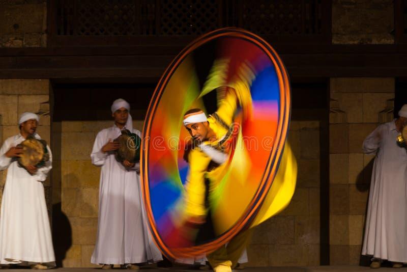 Amarillo egipcio de la falta de definición de movimiento del baile de Sufi imágenes de archivo libres de regalías