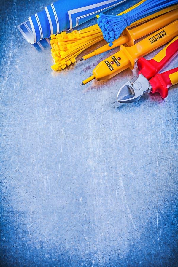 A amarração de travamento automático do verificador bonde amarelo cabografa o blueprin azul foto de stock royalty free