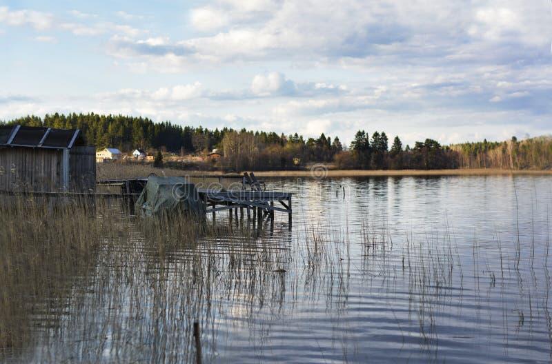A amarração no lago imagem de stock
