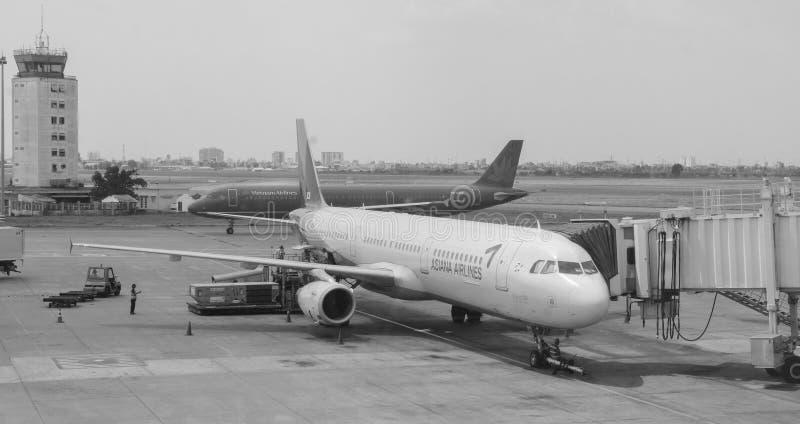 Amarrage civil d'avion chez Tan Son Nhat Airport, Saigon, Vietnam image libre de droits