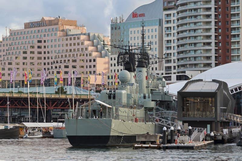 Amarrage classe audacieuse australien de vampire du destroyer HMAS chez Darlin photographie stock libre de droits