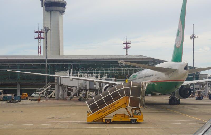 Amarrage d'avion d'EVA à l'aéroport dans Saigon, Vietnam photo libre de droits