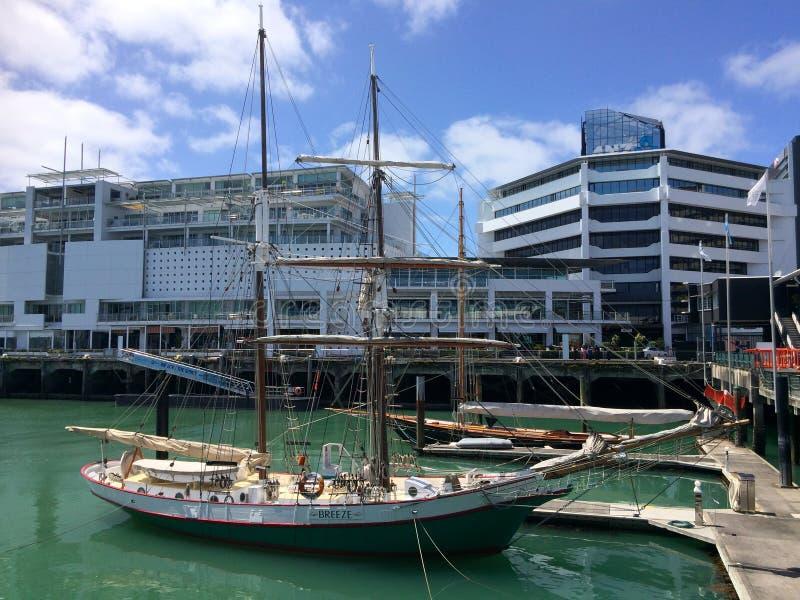 Amarrage de yacht dans le bord de mer Nouvelle-Zélande d'Auckland photos stock
