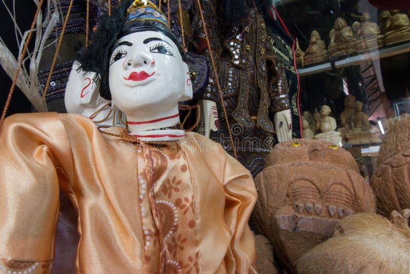 Amarre o fantoche burmese, bonecas da tradição de Myanmar na loja de lembrança de Myanmar fotos de stock