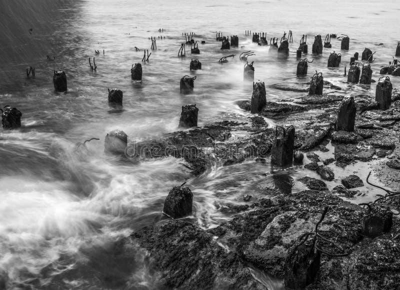 Amarres olvidados en el East River fotos de archivo