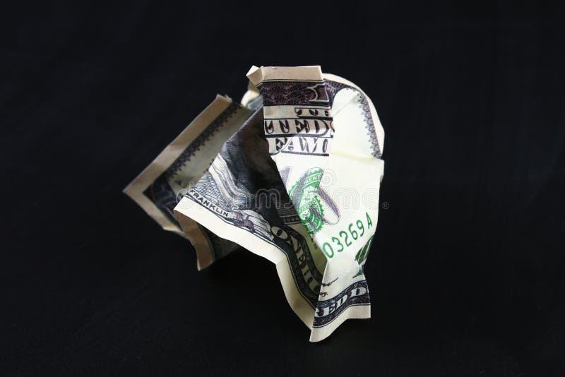 Amarrotado cem dólares americanos O colapso do dólar devaluation Moeda de queda foto de stock