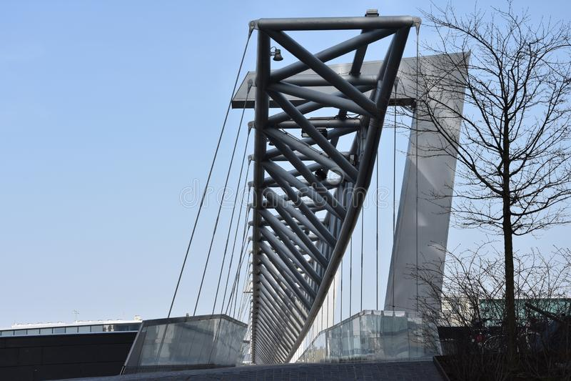 Amasing Akrobaten fot- bro i Oslo, Norge arkivfoton