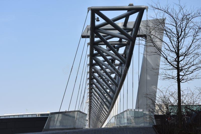 Amasing Akrobaten zwyczajny most w Oslo, Norwegia zdjęcia stock