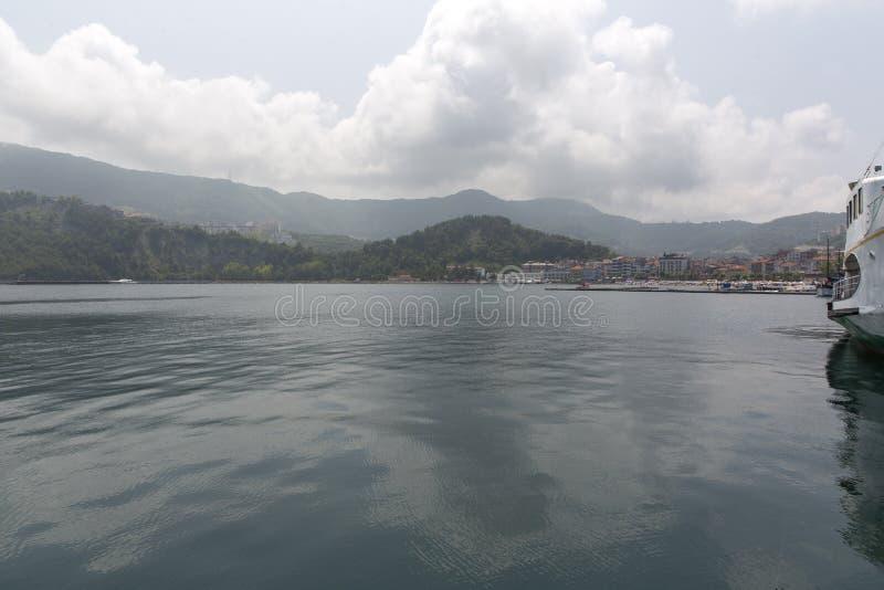 Amasra est une petite et avec du charme station de vacances sur la c?te de la Mer Noire de la Turquie photo stock