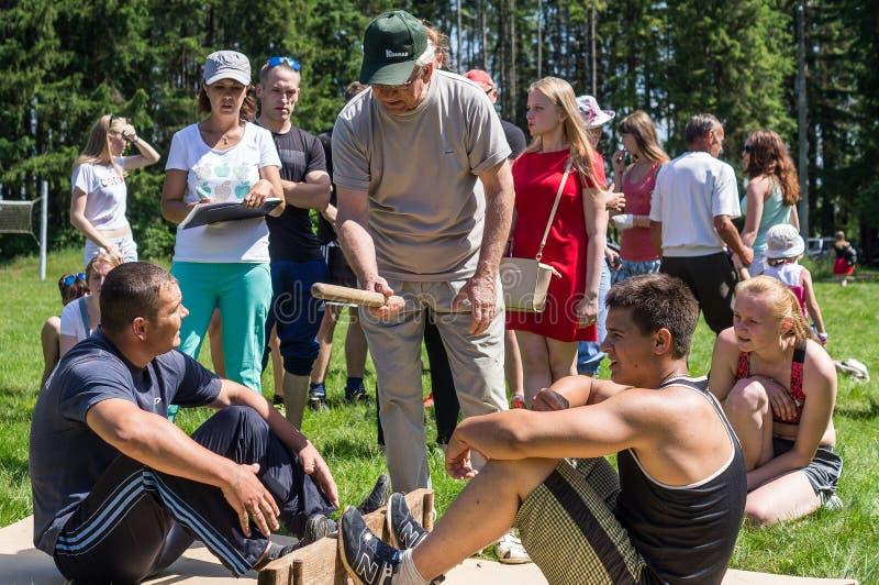 Amatörmässiga konkurrenser på Mas-brottning i den Kaluga regionen i Ryssland royaltyfri foto