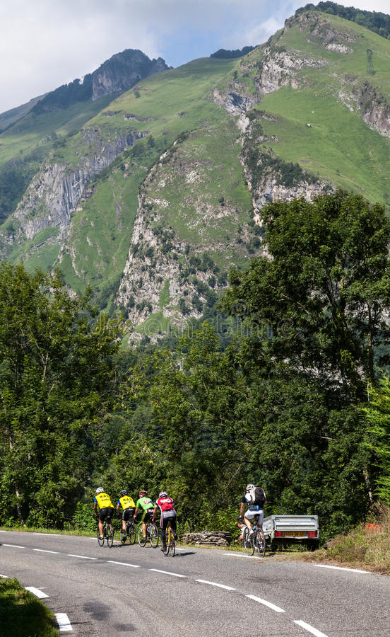 Download Amateur Cyclists editorial photo. Image of mountain, bicyclists - 25855281