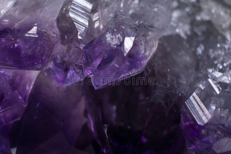 Amatista macra Crystal Background del primer fotos de archivo