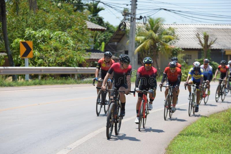 Amatorski cyklista współzawodniczą w dobroczynność programie obraz royalty free