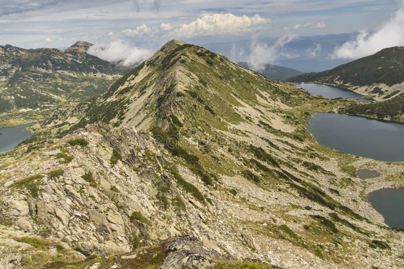 Amazibg panorama Kremenski jeziora i popovo jezioro od Dzhano osiągamy szczyt zdjęcie royalty free