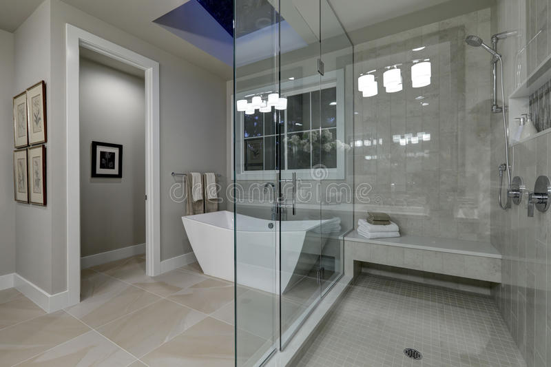 Amazing Master Bathroom With Large Glass Walk-in Shower ...