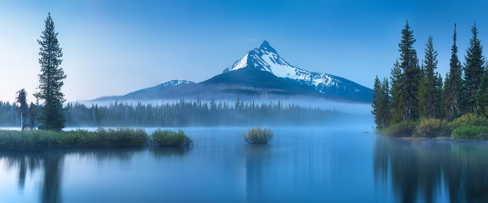 Amazing nature photography from Oregon with montains, lake, trees. Beautiful reflection in water. stock image