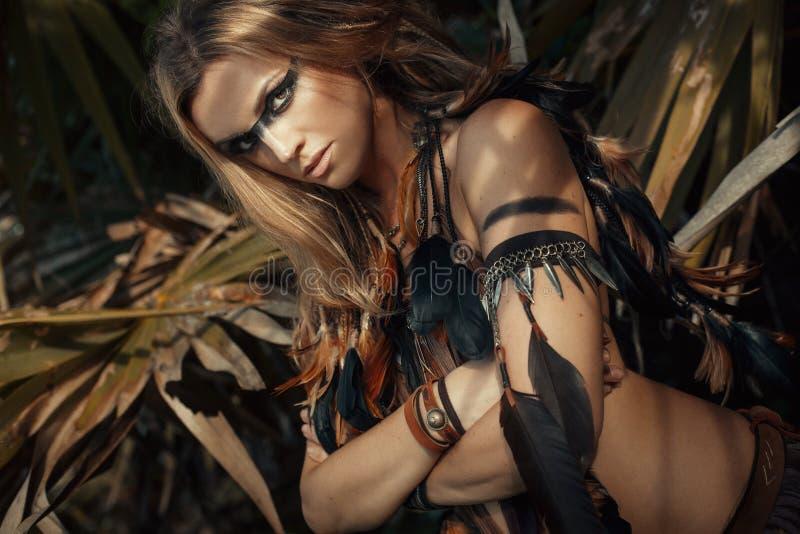 Amazom妇女猎人年轻野生美丽的妇女模型画象ou 免版税库存图片