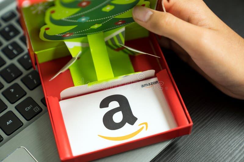 Amazon Geschenkkarte als Weihnachtsgeschenk lizenzfreies stockbild