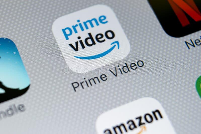 Amazon innesca la video icona dell'applicazione sul primo piano dello schermo di iPhone X di Apple Icona di Google Amazon PrimeVi immagini stock libere da diritti