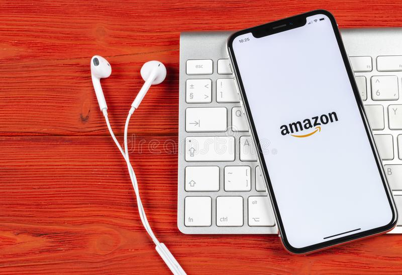 Amazon shopping application icon on Apple iPhone X screen close-up. Amazon shopping app icon. Amazon mobile application. Social m. Sankt-Petersburg, Russia, June royalty free stock photos