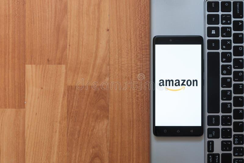 Amazone sur l'écran de smartphone photo stock