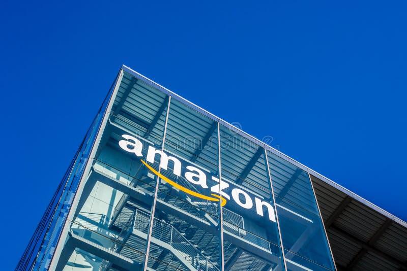Amazonka logo przy budynkiem biurowym, Monachium Niemcy zdjęcie stock