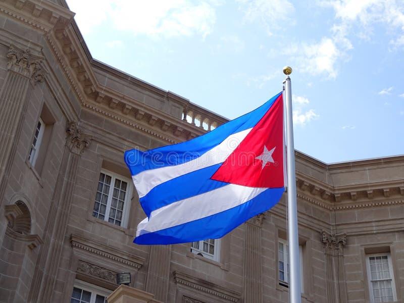 Ambasciata di Cuba e della bandiera immagini stock