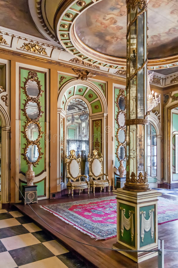Ambassadörs rum (Sala DOS Embaixadores) i den Queluz slotten, Portugal royaltyfri bild