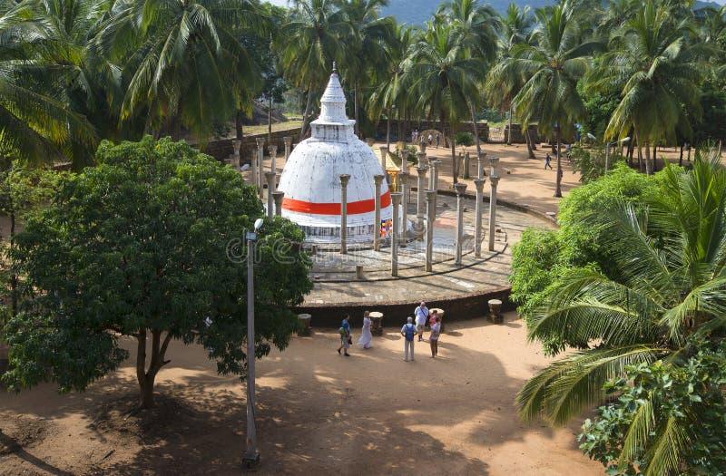 Ambasthale Dagoba på mangoplatå Mihintale Sri Lanka royaltyfri bild