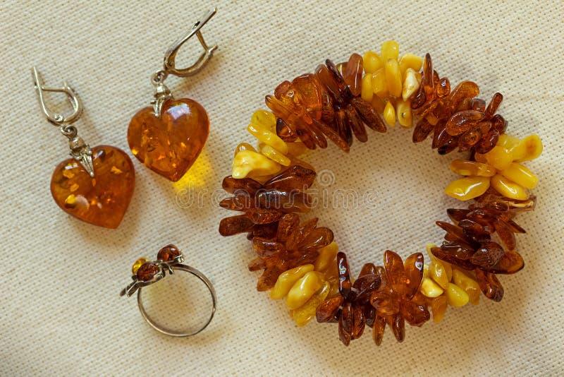Amber Jewelry en la tela foto de archivo libre de regalías