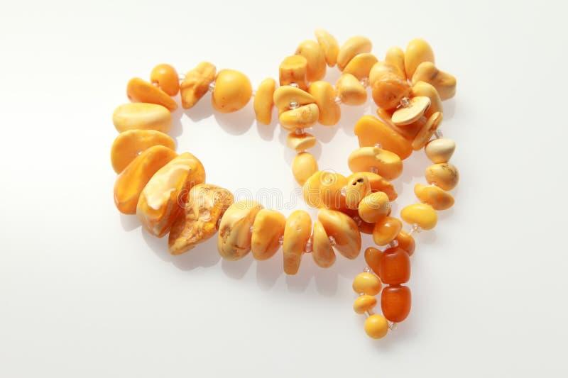 Amberdieparels van grote amber worden gemaakt royalty-vrije stock afbeeldingen