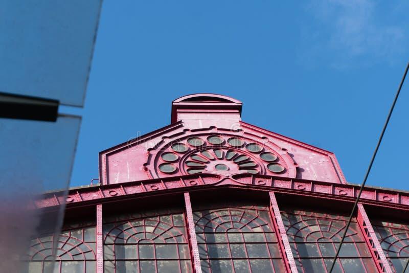 2018-10-01 Amberes, Bélgica: Cubra el canto de la cámara acorazada de cristal del ferrocarril central de Amberes fotos de archivo