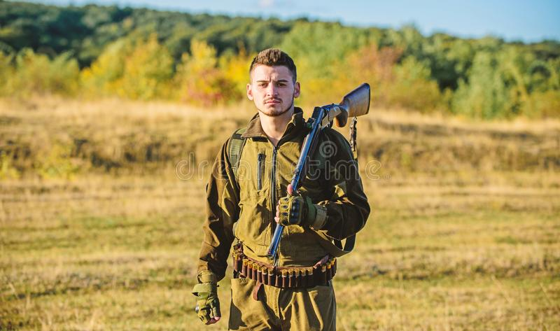 Ambiente della natura di caccia del tipo Attività maschile di hobby Stagione di caccia L'esperienza e la pratica presta la caccia fotografia stock