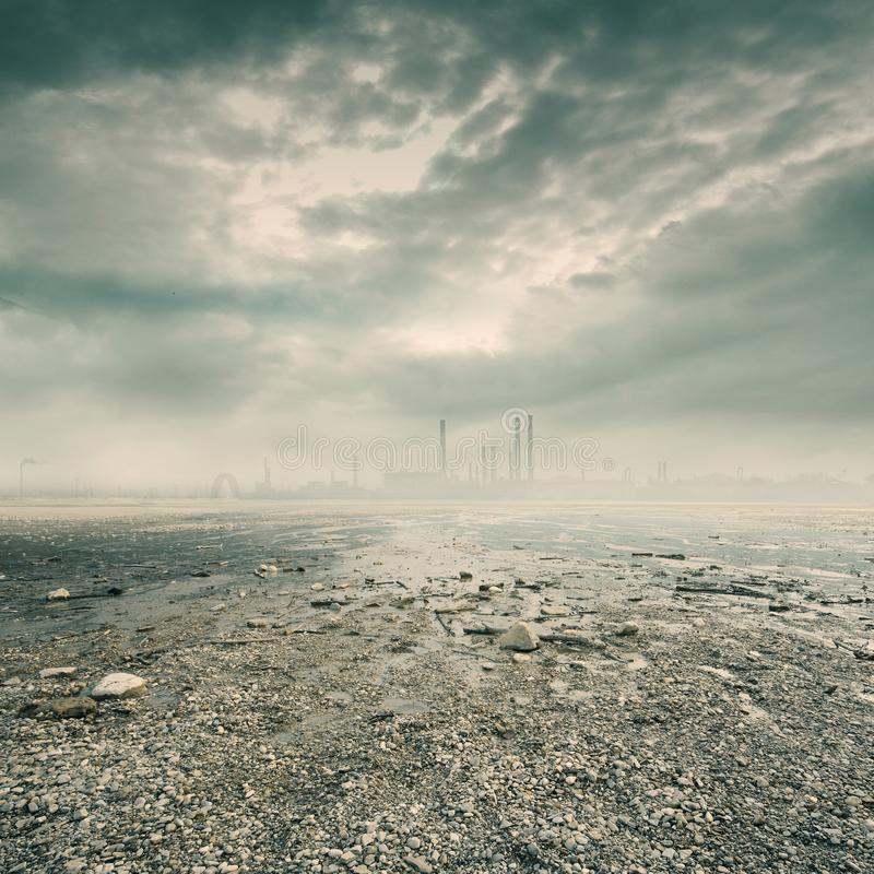 Ambiente di inquinamento di industria petrochimica fotografie stock libere da diritti