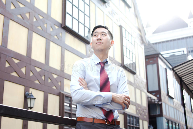 Ambitiös asiatisk affär Person Standing royaltyfria foton