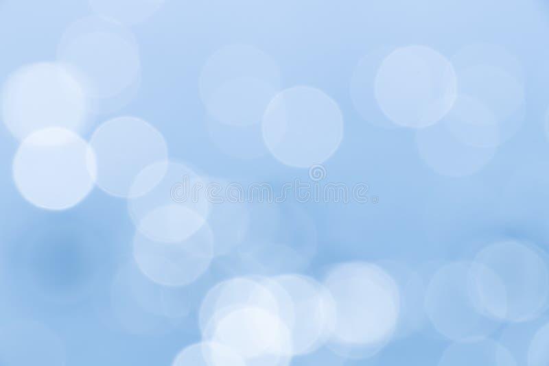 Ambiti di provenienza astratti blu vaghi con bokeh fotografia stock