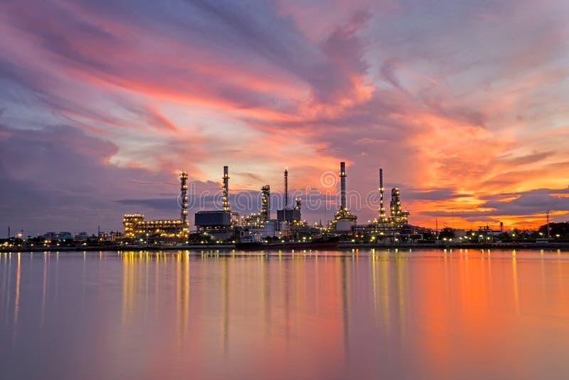 Ambiti di provenienza del bangjak della raffineria di petrolio della Tailandia fotografia stock libera da diritti