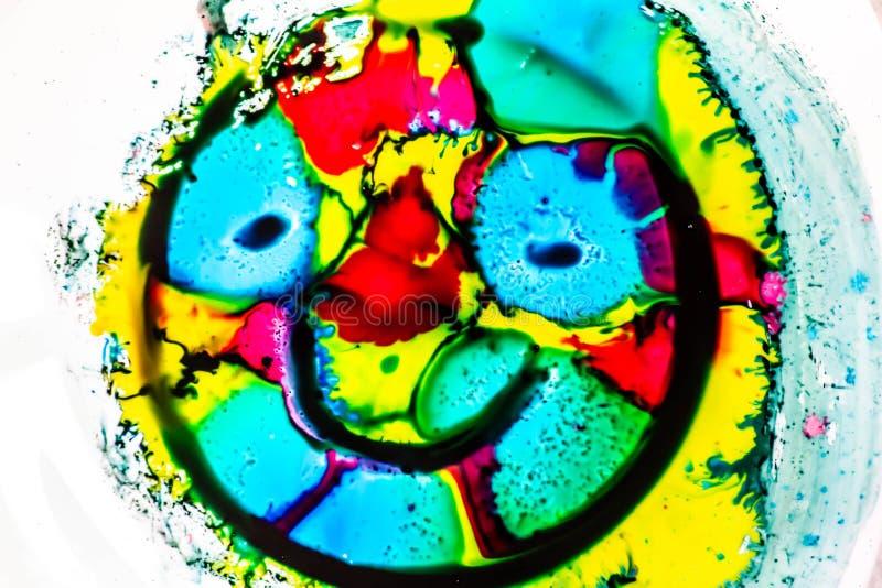 Ambiti di provenienza variopinti con i colori primari che si mescolano insieme colori luminosi e forte contrasto fra loro Fondo v fotografia stock libera da diritti