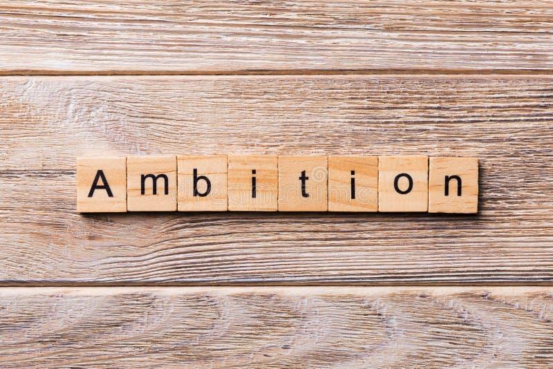 Ambitiewoord op houtsnede wordt geschreven die ambitietekst op houten lijst voor uw het desing, concept royalty-vrije stock foto