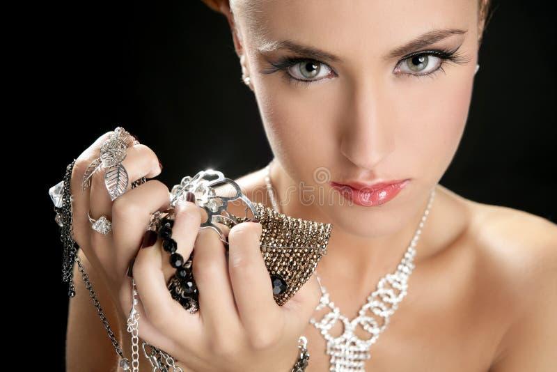 Ambition et gourmandise dans le femme de mode avec le bijou photographie stock
