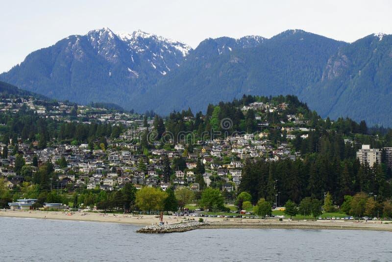 Ambleside-Strand und Park königlich, West-Vancouver, BC - Ansicht vom Wasser lizenzfreie stockfotos