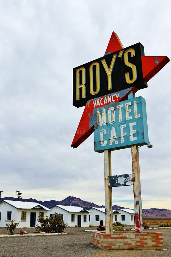 Amboy, u S A - 27-ое октября 2015: Калифорния, мотель Роя и кафе на трассе 66 стоковое фото