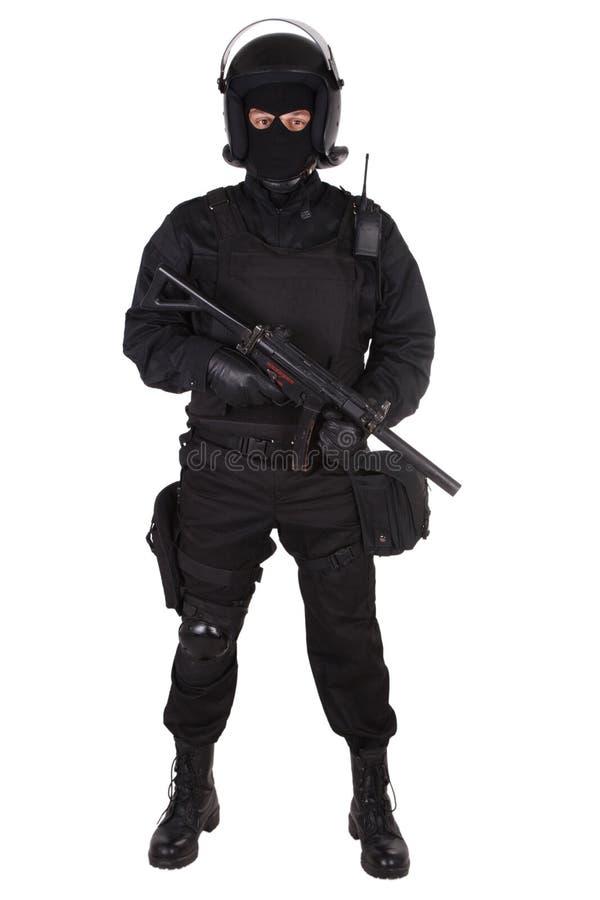 Ambtenaar van politie de speciale krachten in zwarte eenvormig stock foto