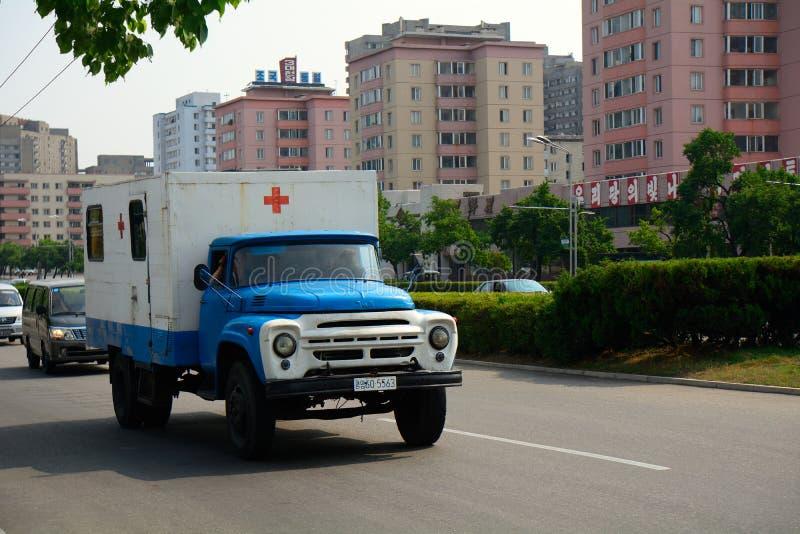 Ambulância, Pyongyang, Coreia do Norte imagem de stock