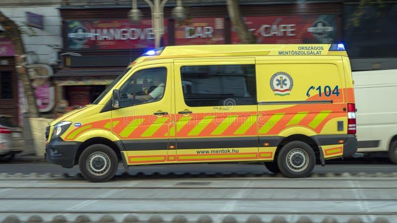 Ambulance du service d'ambulance national OMSZ, Hongrie image stock